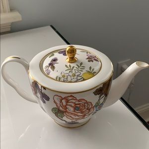 Gorgeous wedgewood teapot fine china